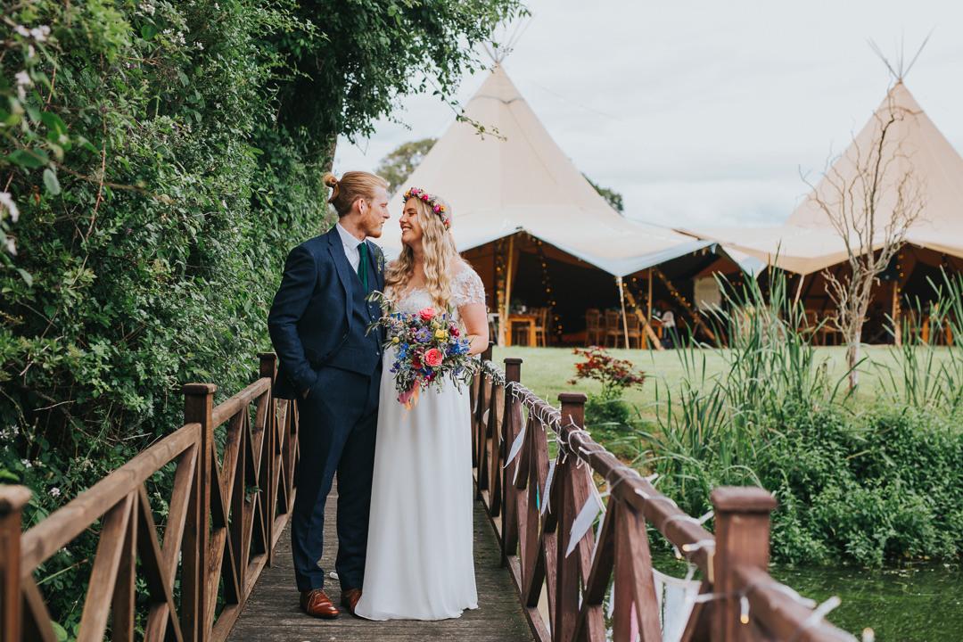 couple photos at wootton farm estate wedding